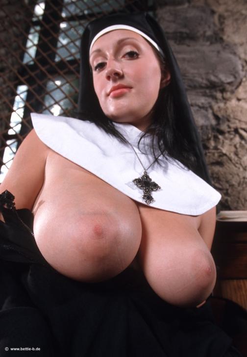 большие жопы монашки фото